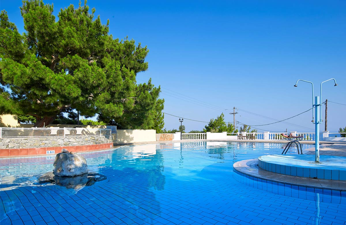 Facilities of chc aroma creta in ierapetra for Swimming pool area
