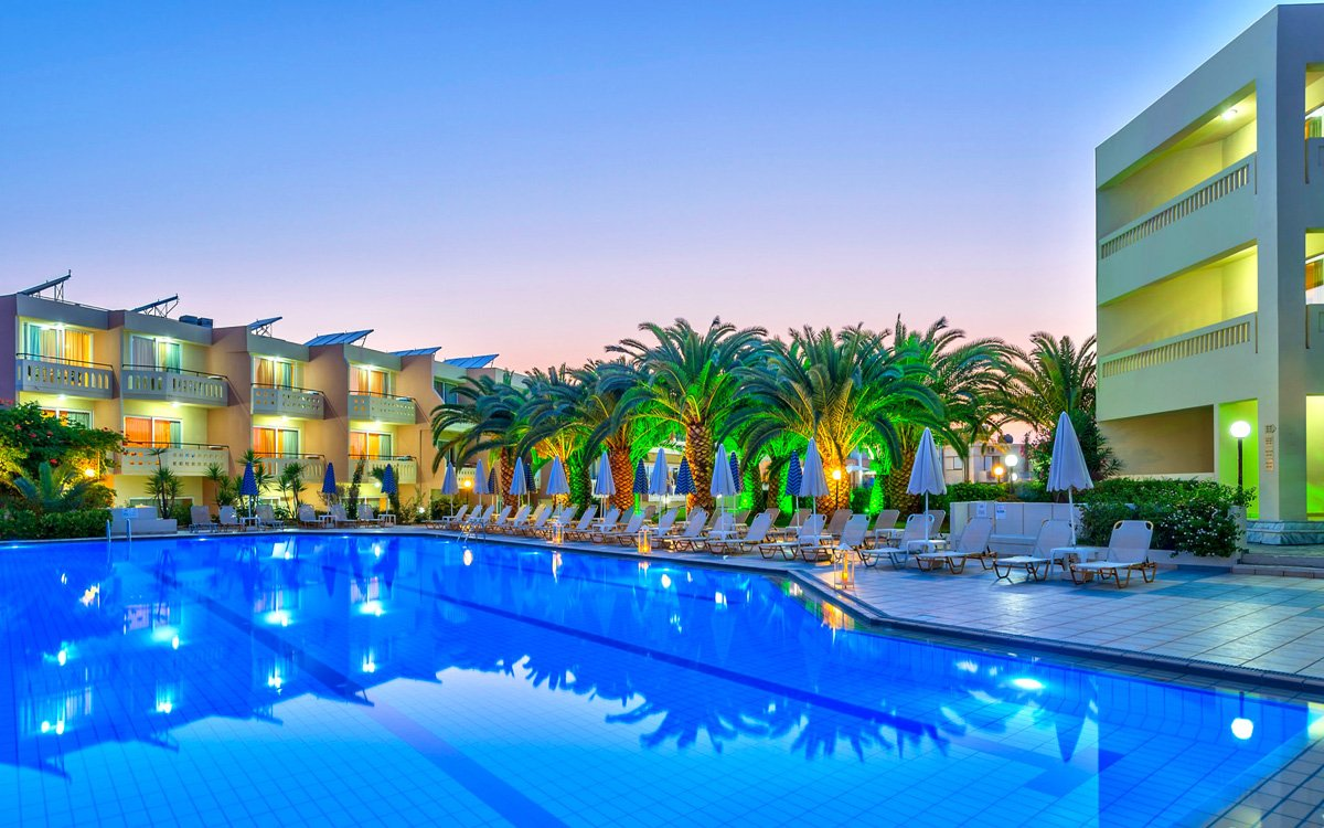 Facilities of hotel atrion in agia marina for Swimming pool hotel