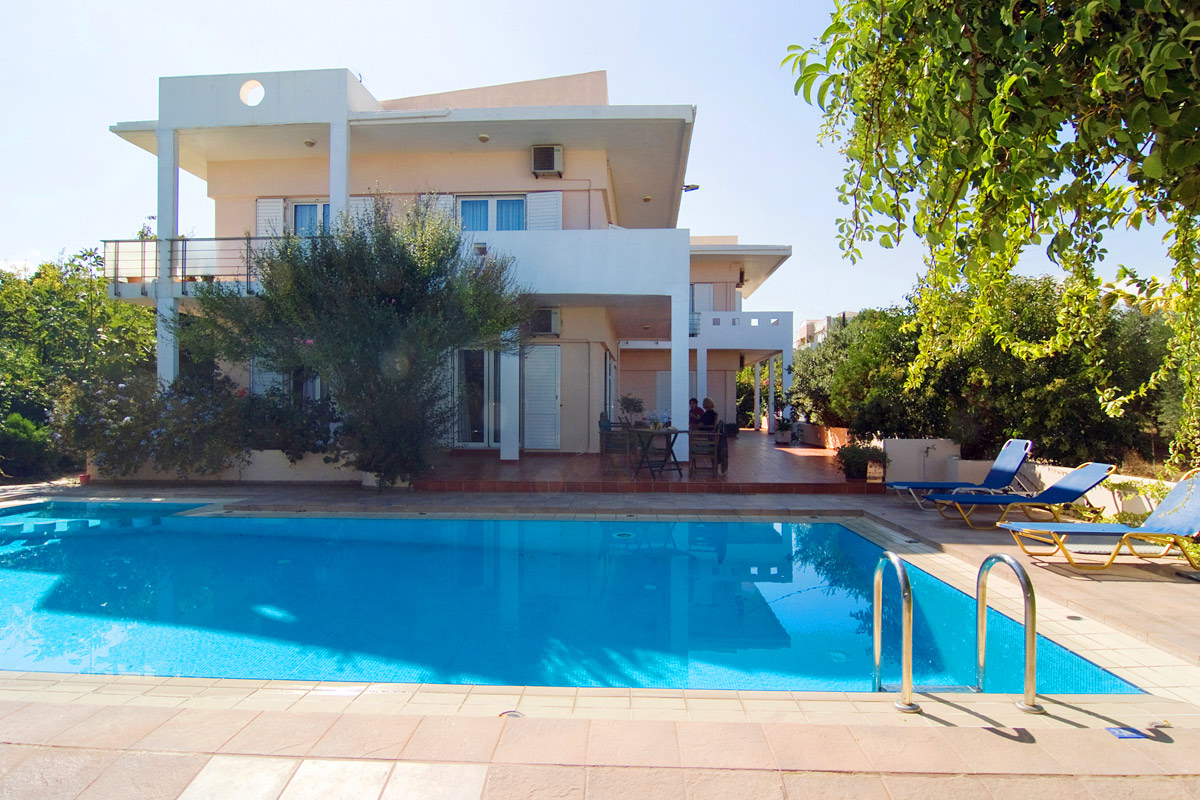 Armonia apartments in kalamaki chania - Swimming pool area ...