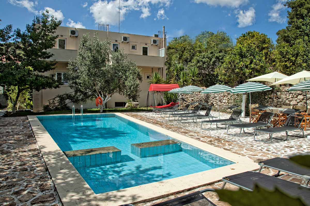 Villa forest in dafnedes rethymno for Swimming pool area