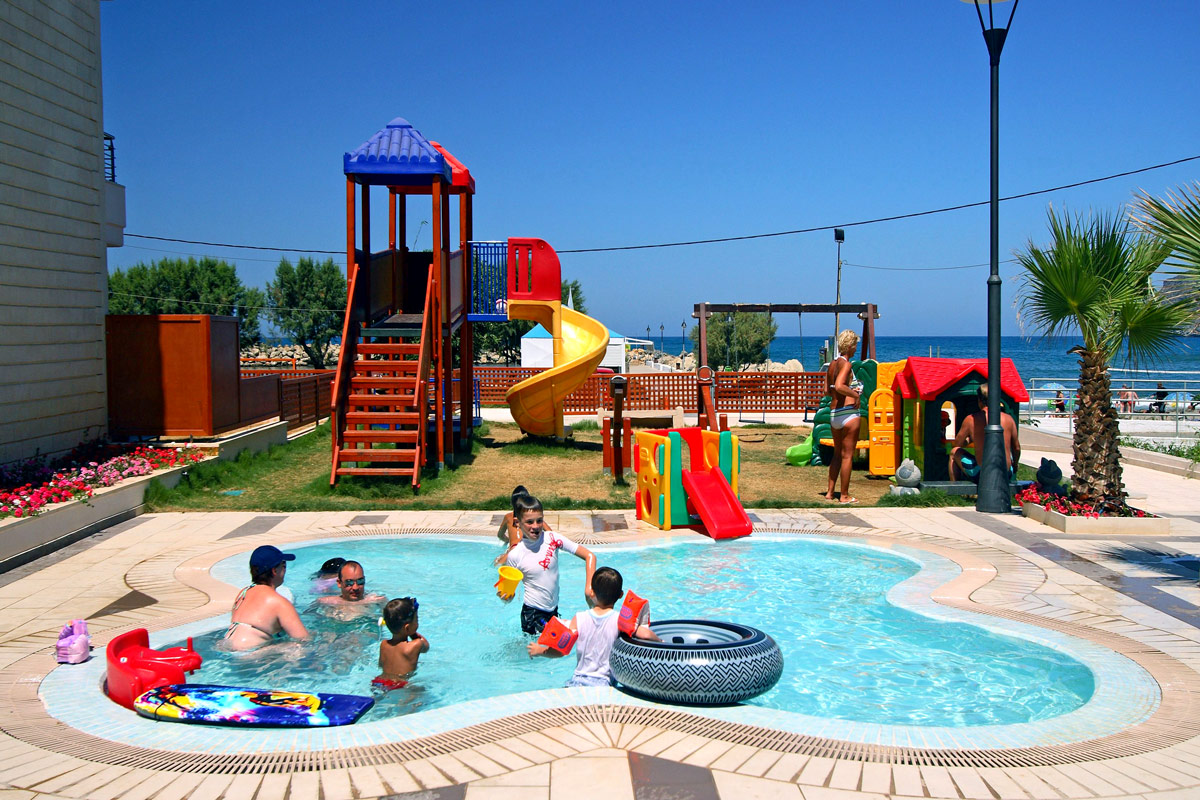 Facilities of porto platanias beach resort in platanias for Best children s paddling pool