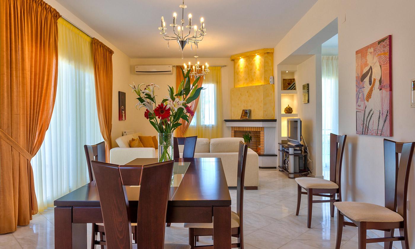 Beautiful garden villas in sfakaki rethymno for Beautiful dining area