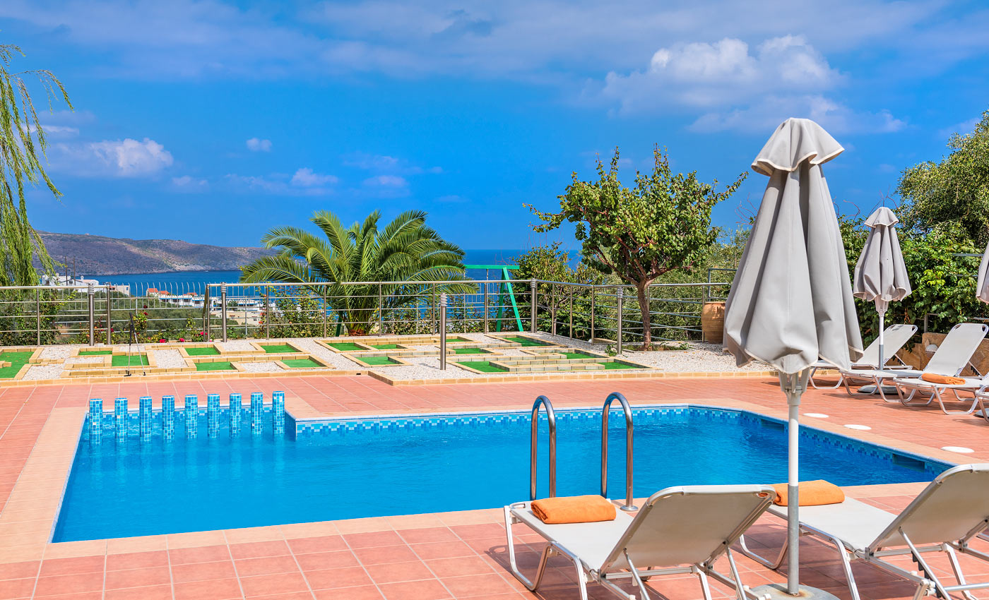 Villa grigoria i agia marina chania - Swimming pool area ...