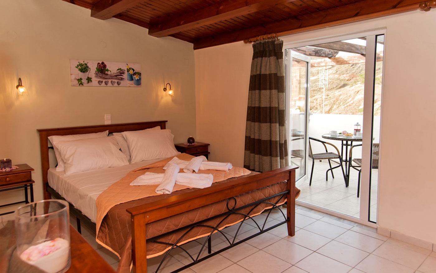 Castelo apartments a panormo rethymno for Piani di una camera per gli ospiti