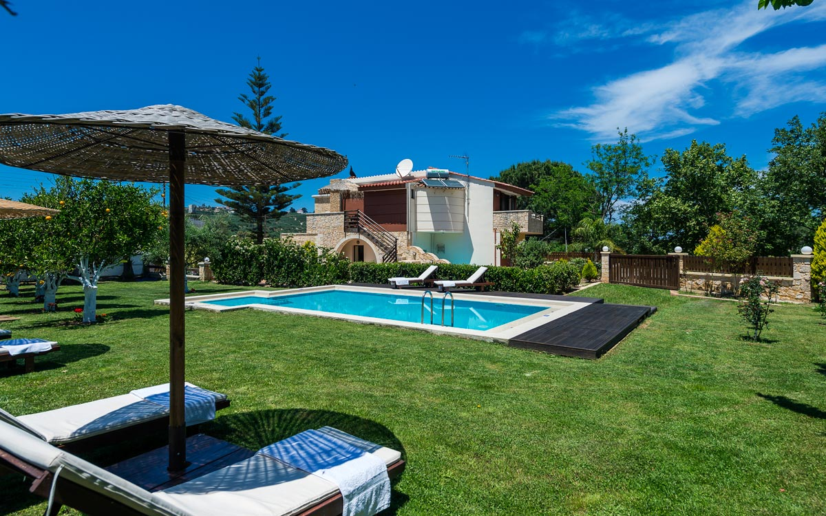 Facilities of nature heaven villa in tavronitis for Villa garden