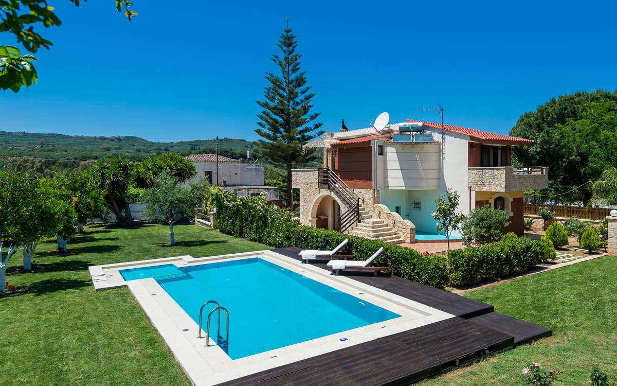 Nature heaven villa in tavronitis chania for Gardens and villa