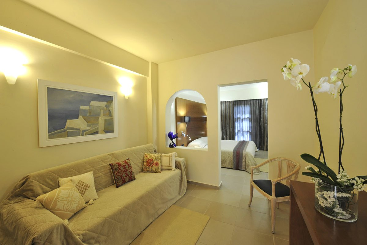 accommodation of aressana spa hotel suites in fira