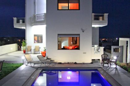 Pretty Villa, Platanias, villa-nightview(2)