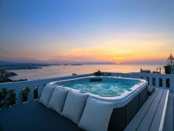 Rooftop Jacuzzi Apartment, Chania town