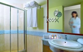 Elotis Suites, Agia Marina, bathroom I