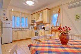 Flower Villas, Gerani, 3-bdm-kitchen-1