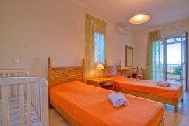 Flower Villas, Gerani, 3-bdm-twin-bedroom-1