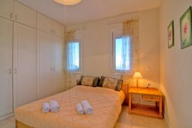 Flower Villas, Gerani, 3-bdm-double-bedroom-2