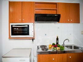 Androulakis Apartments, Герани, kitchenette-1