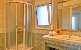 Gerani Villas, Gerani, shower-room-1