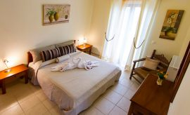 Villa On Top, Μεγάλα Χωράφια, ground floor double bedroom 1a