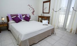 Villa On Top, Megala Horafia, upper floor double bedroom