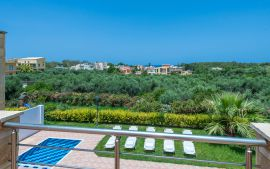 Villas Golden Beach, Agioi Apostoloi, distant sea views