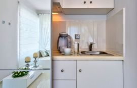 Ktima Reveli, Kalathas, white suite kitchenette 1
