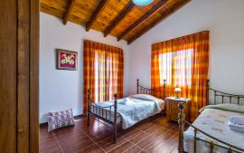 Villa Yannis, Астери, villa-yiannis-twin-bedroom-upper-floor