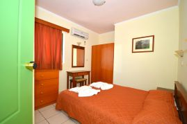 Aloni Suites, Kalathas, Aloni Suites double bedroom