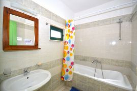 Aloni Suites, Kalathas, Aloni Suites bathroom