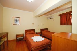 Aloni Suites, Kalathas, Aloni Suites twin bedroom 1a