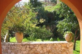 Villa Heights, Stalos, Garden