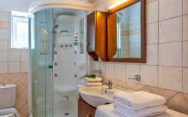 Ilios Village, Сталос, Bathroom in bedroom 2
