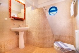Villas Mourne, Плакиас, Ensuite bathroom in double bedroom