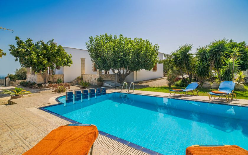 Villas Manos, Megala Horafia, Swimming pool area