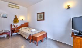 Seaview Apartment, Agia Marina, Twin bedroom
