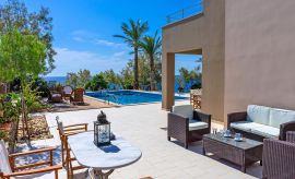 Villa South Crete, Makrigialos, Seating areas by the pool
