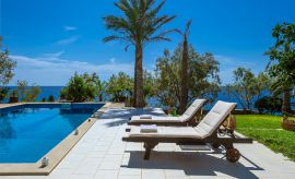 Villa South Crete, Μακρυγιαλός, Swimming pool with sunbeds
