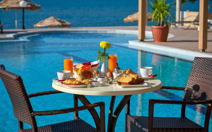 Mesogios Beach, Киссамос, Breakfast by the pool