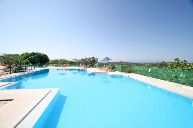 Aloni Suites Pool 7