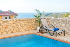 Comfortable Apartment, Chania town, common pool 2