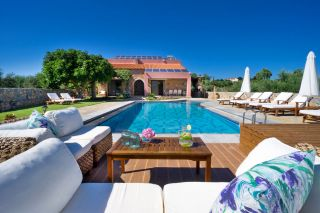 villa with private pool 1