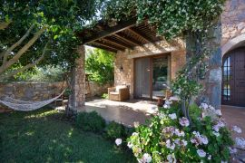Villa Litsarda, Litsarda, courtyard with sitting area 1
