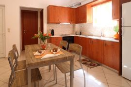 Cheerful Apartment, Χανιά, fully equipped kitchen 3