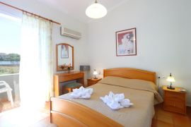 Skoutelonas Villa, Kolymvari, top floor apartment bedroom 1a
