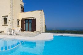Casa Rustica, Maleme, sea views in the pool