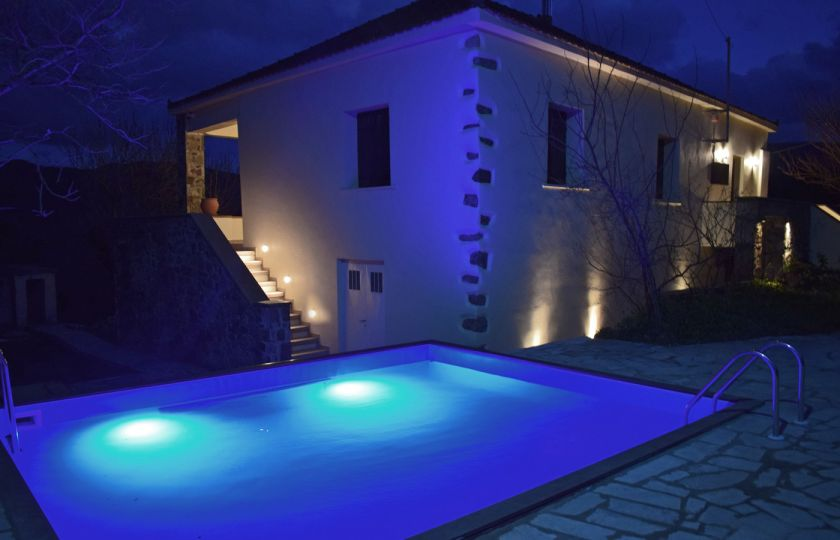 Villa Vlatos, Kissamos, villa pool at night