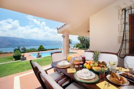 Villa Thealassa, Pithari, breakfast by the pool