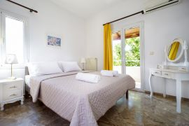 Golden Sea Villa, Σταυρός, upper floor bedroom 4a