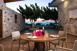 Dream Sea House, Falassarna, courtyard dining table