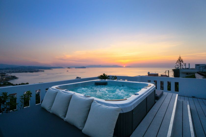 Rooftop Jacuzzi Apartment, Chania town, jacuzzi sunset 1