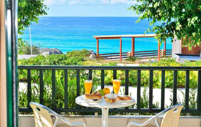 balcony-breakfast