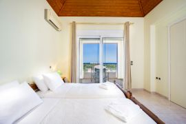 Spacious Villa, Agios Onoufrios, bedroom twin top floor 4a