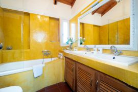 Villa Giani, Chania town, bathroom 2 upstairs